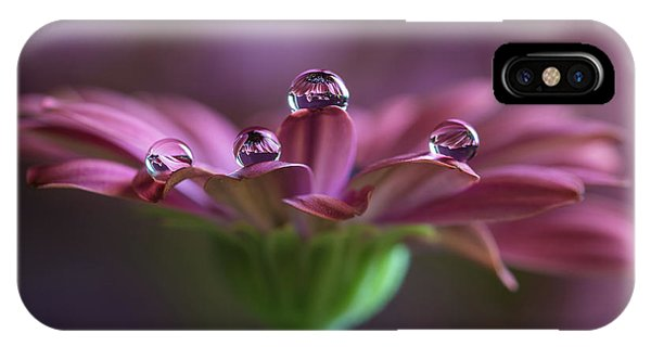 Water Droplets iPhone Case - Gocce Gocce A???  Su Di Me by Silvia Spedicato