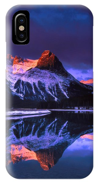 Ha-ling Peak And Full Moon Phone Case by Richard Berry