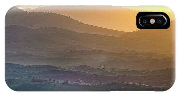 Layer iPhone Case - Horizon Profile Of Palouse by ??? / Austin