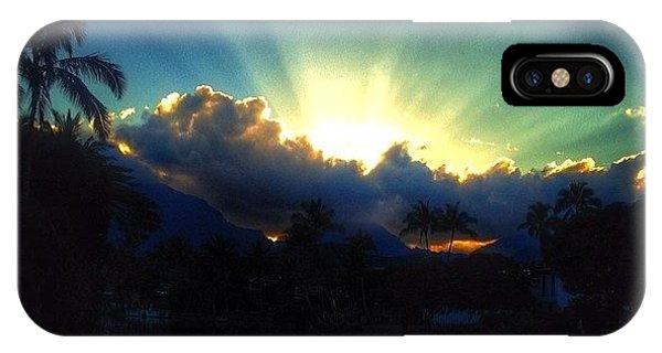 #igtube #igaddict #hawaiistagram IPhone Case