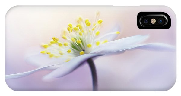 Macro iPhone Case - Innocence by Bob Daalder Photography