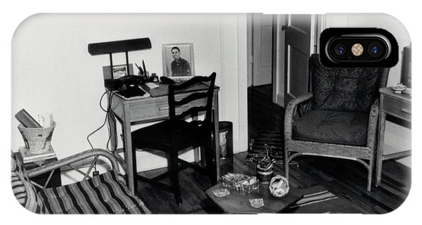 Interior Of Typical House Phone Case by Los Alamos National Laboratory/science Photo Library