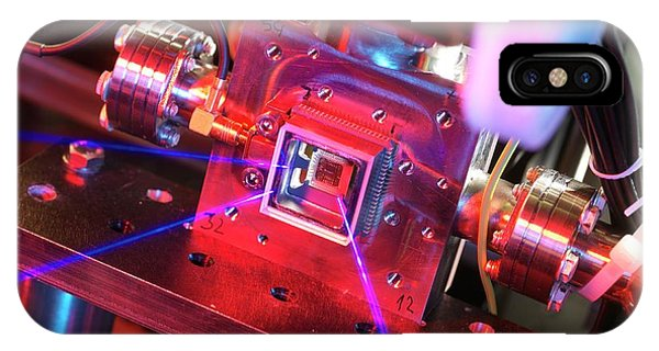 Npl iPhone Case - Ion Microtrap by Andrew Brookes, National Physical Laboratory/science Photo Library