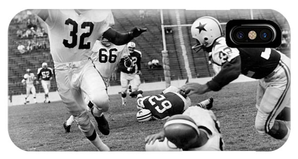 Running Back iPhone Case - Jim Brown Running With The Ball by Gianfranco Weiss