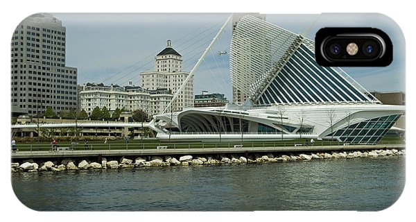 Lakeview Of Milwaukee Art Museum Phone Case by Devinder Sangha