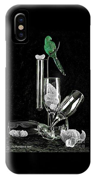 Le Perroquet Vert IPhone Case