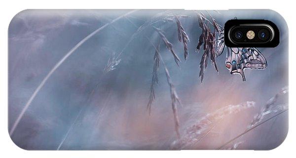 Grass iPhone Case - L'histoire D'un Mac by Fabien Bravin