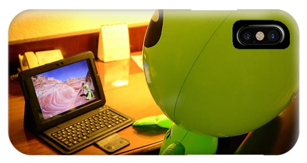 Little Green Guy Reviewing Photos IPhone Case