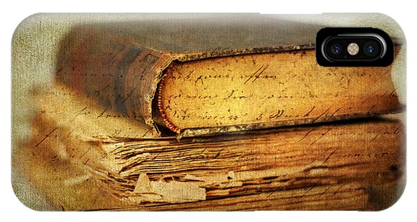 Timeworn iPhone Case - Livres by Jessica Jenney