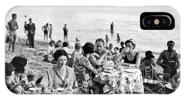 Lunch On Waikiki Beach IPhone Case