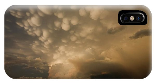 Mammatus Clouds Over Fields Phone Case by Roger Hill/science Photo Library