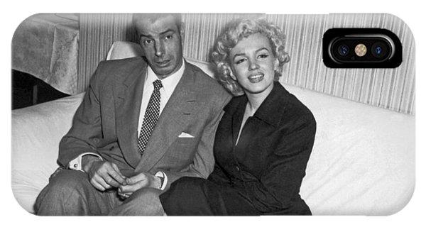 Marilyn Monroe And Joe Dimaggio IPhone Case