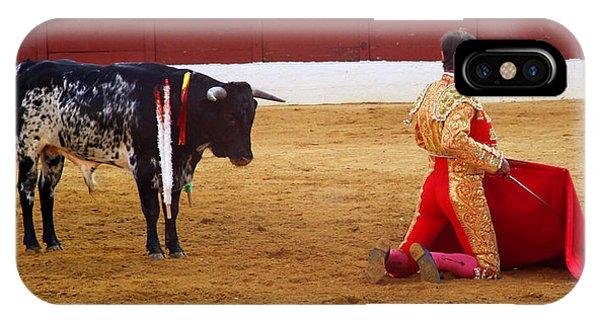 Matador Kneeling  Phone Case by Dave Dos Santos