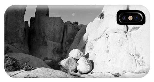 Moonrise Joshua Tree Np California IPhone Case
