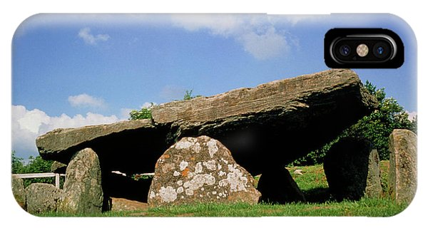 Neolithic Tomb: Arthur's Stone Phone Case by Tony Craddock/science Photo Library