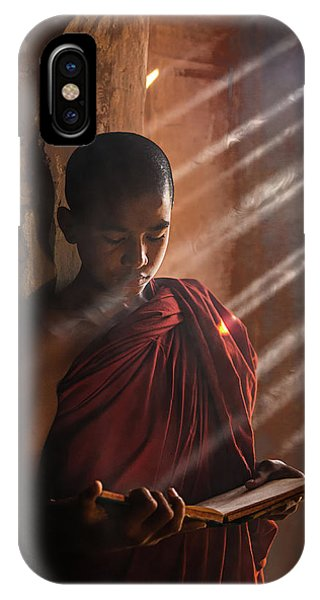 Reading iPhone Case - Novice by Amnon Eichelberg