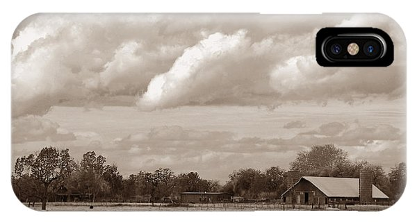 Old Barn On 99 IPhone Case