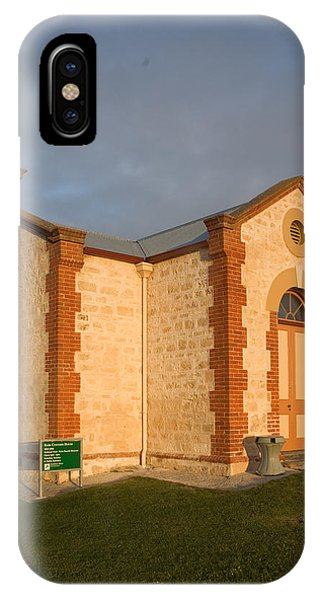 Old Customs House Phone Case by Gordon  Grimwade