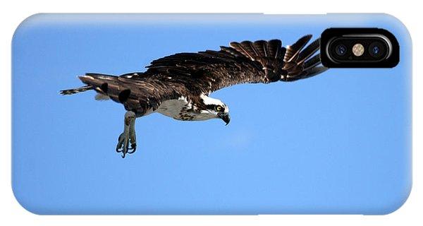 Osprey In Flight Phone Case by Darrin Aldridge