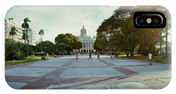 Capitol Building iPhone Case - People In The Courtyard In Front Of El by Panoramic Images
