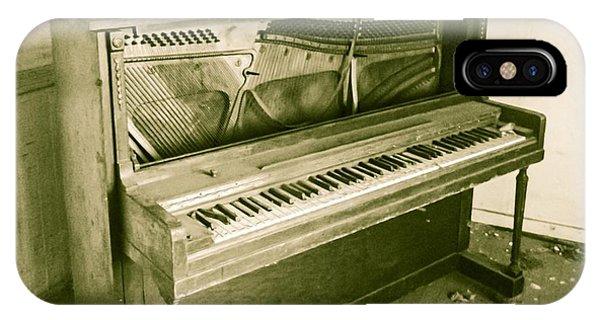 Piano 2 IPhone Case