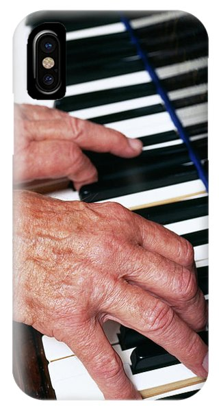 Piano Playing Phone Case by Jerry Mason/science Photo Library