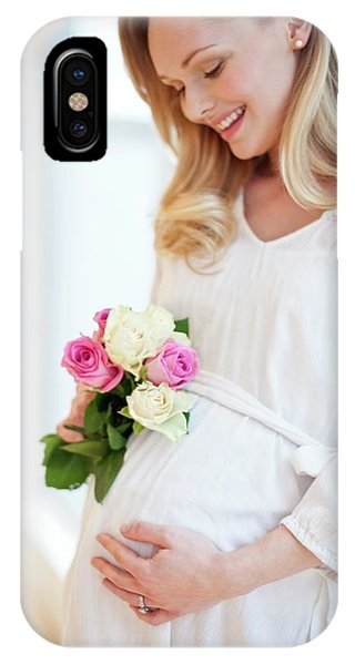 Pregnant Woman Holding Posy Of Flowers Phone Case by Ian Hooton/science Photo Library