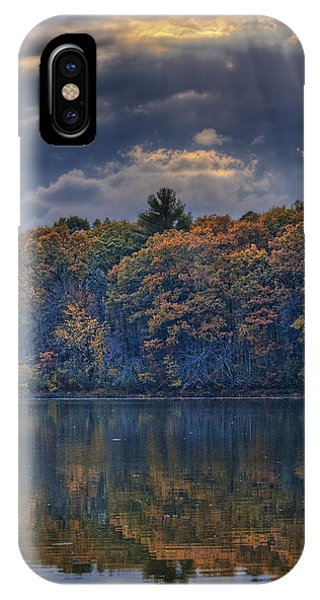 Rayons D'automne IPhone Case