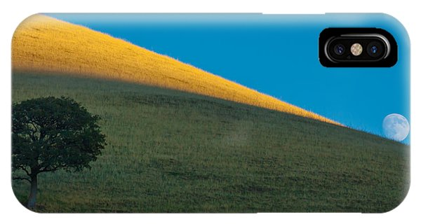 Round Valley Moonrise IPhone Case