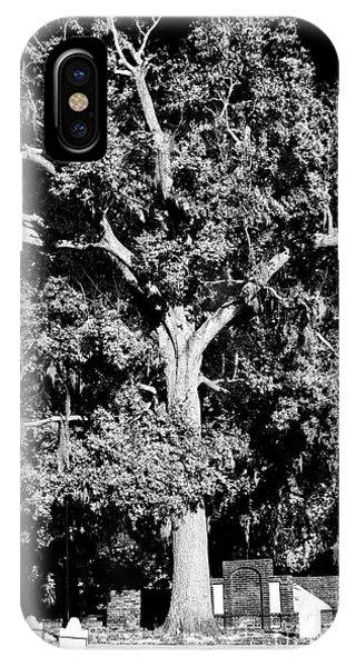 Savannah Graves Phone Case by John Rizzuto
