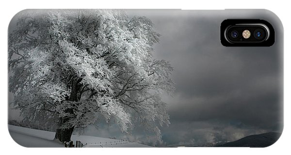 Frost iPhone Case - Schneeweg by Nicolas Schumacher