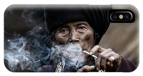 Necklace iPhone Case - Smoking 2 by Amnon Eichelberg
