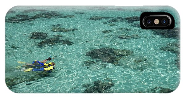 Barrier Reef iPhone Case - Snorkelers And Reef, Green Island by David Wall