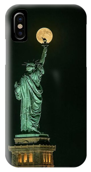 Full Moon iPhone Case - Statue Of Liberty by Hua Zhu