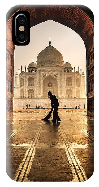 Men iPhone Case - Taj Mahal Cleaner by Pavol Stranak