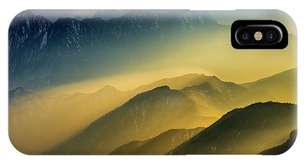 Layer iPhone Case - The Cattle-back Mountain Sunset by Hua Zhu