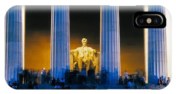 Lincoln Memorial iPhone Case - Tourists At Lincoln Memorial by Panoramic Images