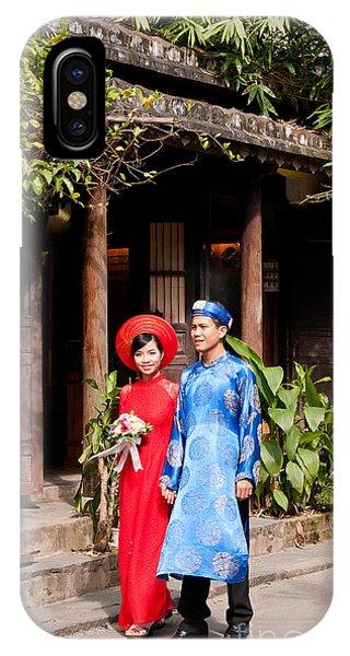 Vietnamese Wedding Couple 01 IPhone Case