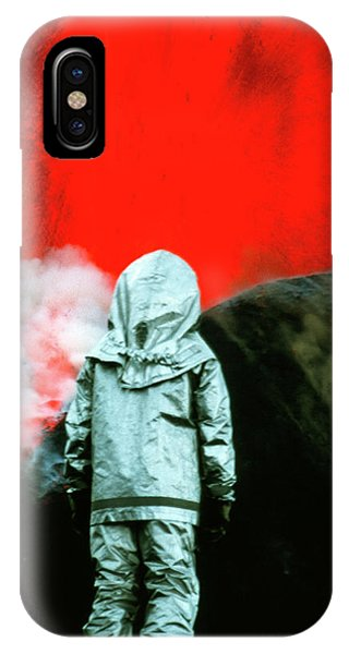 Etna iPhone Case - Volcanologist By Mount Etna Eruption by Jeremy Bishop/science Photo Library