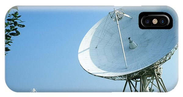 Synthesis iPhone Case - Westerbork Synthesis Radio Telescope by Ton Kinsbergen/science Photo Library