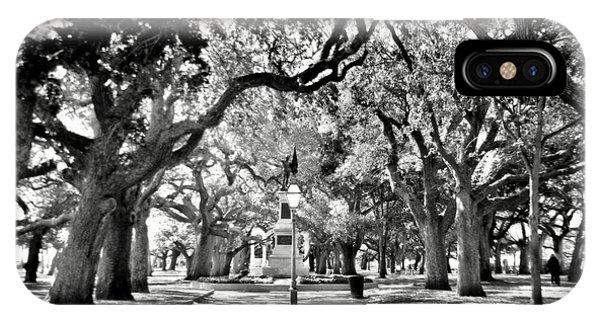White Point Gardens At Battery Park Charleston Sc Black And White IPhone Case