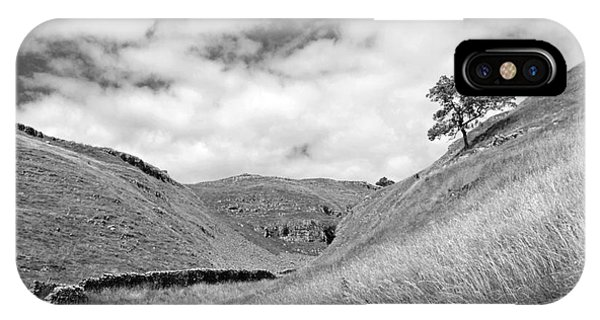 Lone Tree In The Yorkshire Dales IPhone Case