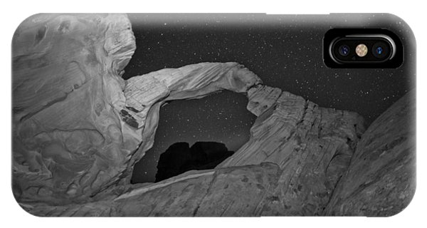 Valley Of Fire iPhone Case - Arch In Valley Of Fire Nevada by Rick Berk