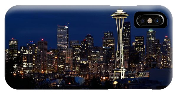 Seattle In The Evening Phone Case by Alan Clifford