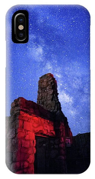 The Milky Way Over The Crest House IPhone Case