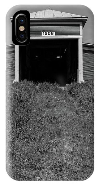 New England Barn iPhone Case - 1906 Round Barn Black And White by Edward Fielding