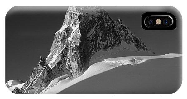 1m2716-bw Sunrise On Pigeon Spire IPhone Case