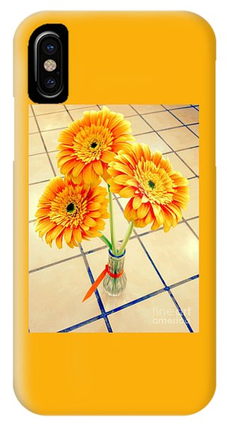 3 Golden Yellow Daisies Gift To My Beautiful Wife Suffering With No Hair Suffering Frombreast Cancer IPhone Case