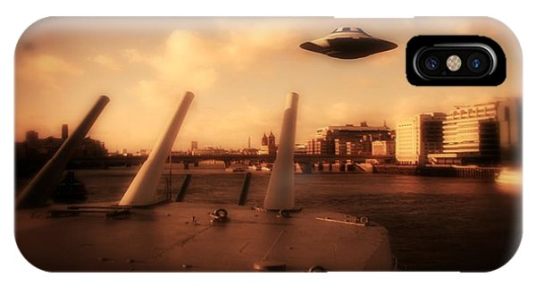 Saucer iPhone Case - Ufo Sighting by Raphael Terra