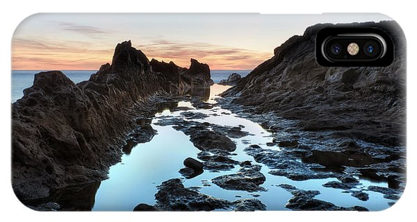 Sonne iPhone Case - El Golfo - Lanzarote by Joana Kruse